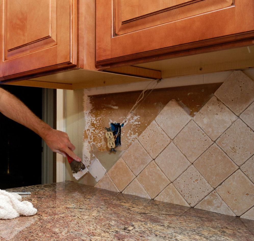 Кладём плитку на кухне своими руками